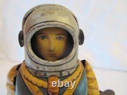 1950's SPACE TROOPER ASTRONAUT WALKING ROBOT- WIND-UP- HAJI- JAPAN-6.5 TIN TOY
