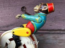 Antique ARNOLD Wind Up Tin Monkey on Gyro Wheel US ZONE GERMANY w Key Works