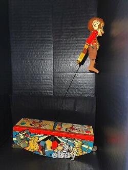 Marx Tin Litho Acrobatic Marvel Wind-up Toy Monkey Gymnast On Circus Platform