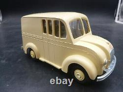 VINTAGE DEALER PROMO TOY- DIVCO DELIVERY WINDUP TRUCK AMT 1950'S WithBOX CREAM