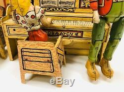 Vintage 1945 Li'l Abner & His Dogpatch Band Tin Windup Toy by Unique Art With Box