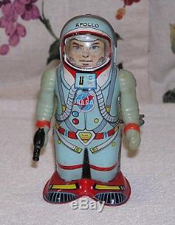 Vintage Original Shudo Japan Wind Up Apollo Space Man Robot Tin Toy 1960's